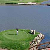 Озеро на поле для гольфа